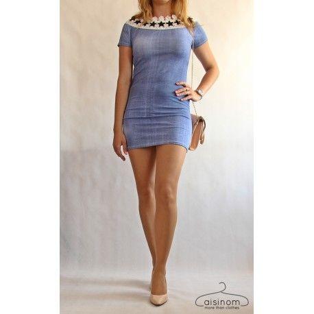 Mini sukienka a'la jeansowa z koronką, bardzo dopasowana, podkreślająca kształty, a przy tym wykonana z miękkiego, delikatnego materiału, wygodna i komfortowa w noszeniu.