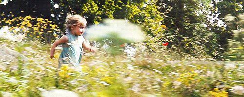Vivienne, filha de Jolie, interpreta uma versão mais jovem da Aurora (A Bela Adormecida) no filme, porque ela não tinha medo do visual assustador de sua mãe com o figurino. | 16 coisas fascinantes que você não sabia sobre a Malévola