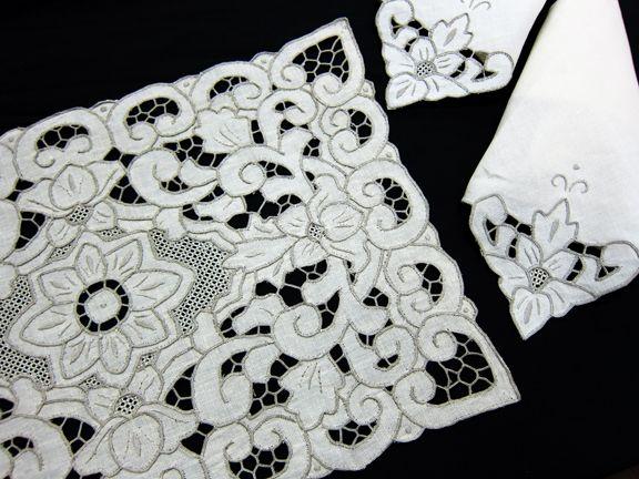 Lily Garden Placemat Set - Ecru