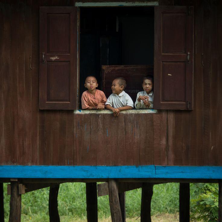https://flic.kr/p/yMyTuu   Niños en la escuela, Lago Inle, Nyaung Shwe - Myanmar   Escuela en Nyaung Shwe, a orillas del Lago Inle, Myanmar central