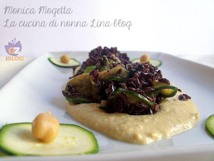 Riso venere con zucchine al curry su crema di ceci http://blog.giallozafferano.it/cucinanonnalina/riso-venere-con-zucchine-al-curry-su-crema-di-ceci/
