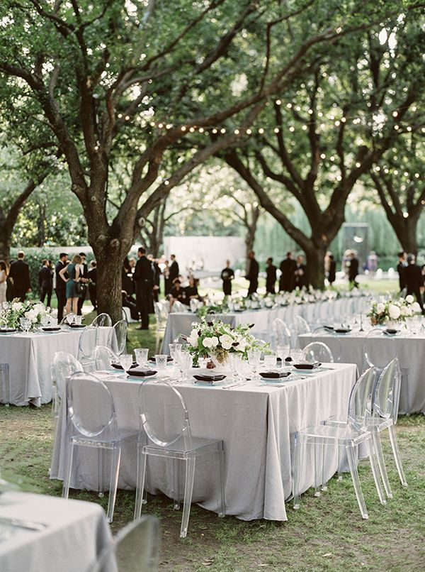 La Tavola Fine Linen Rental: Tuscany Natural | Photography: Sarah Kate Photographer, Event Design: Stefanie Miles, Floral Design: Bows + Arrows, Venue: Nasher Sculpture Center