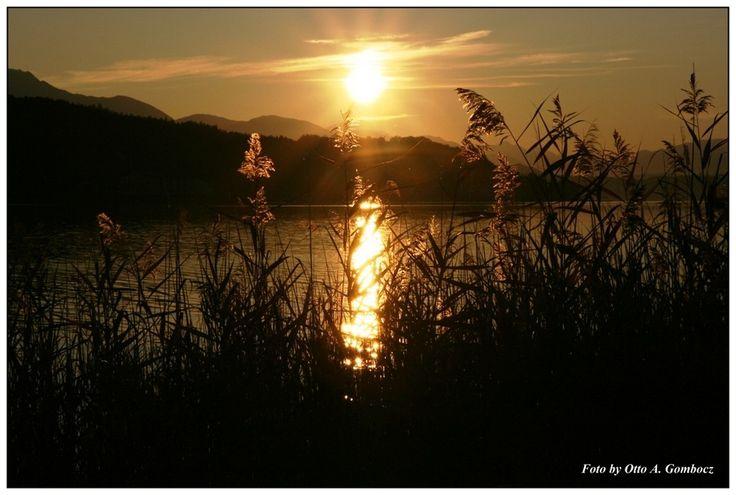Sonnenuntergang am See von Otto Gombocz
