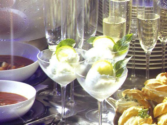 Limetten-Sorbet ist ein Rezept mit frischen Zutaten aus der Kategorie Dessert. Probieren Sie dieses und weitere Rezepte von EAT SMARTER!
