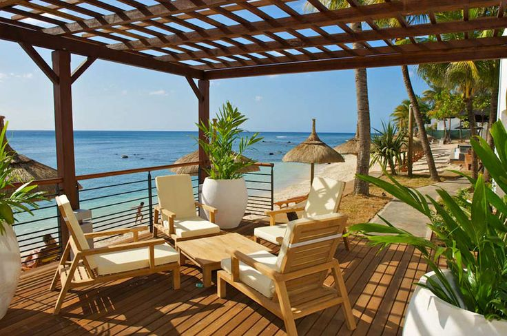 Eine wunderschöne Urlaubsresidenz finden Sie im Herzen des Fischerdorfes Pointe aux Pimentes im Nordwesten von Mauritius. Entdecken Sie hier, wie das Hotel Le Récif dem Wort Charme eine ganz neue Bedeutung gibt. Direkt am feinsandigen Strand, mit einem wunderschönen Blick über den Indischen Ozean erwartet Sie hier ein atemberaubendes Urlaubsdomizil. #Mauritius http://www.isla-mauricia.de/objekte-mauritius/hotel-recif-attitude-mauritius-strand-hotel-im-pointe-aux-piments-de/