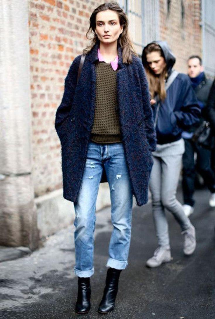 Conjunto abrigo azul, jersey caqui, camisa rosa, pantalones tejanos y botas negras #conjuntomoda #modafemenina #ropamujer #modainvierno #combinarropa