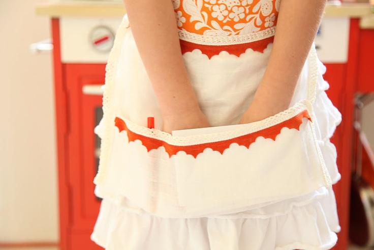 mini waitress apron tutorial