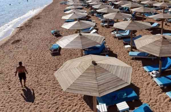 Почти треть жителей Евросоюза (32,9%) не могут позволить себе отправиться в путешествие.Об этом пишет газета «Известия» со ссылкой на данные Евростата.Отмечается, что больше всего людей, которые не могут поехать в отпуск, в Румынии (66,6%) и Хорватии (62,8%).Меньше всего