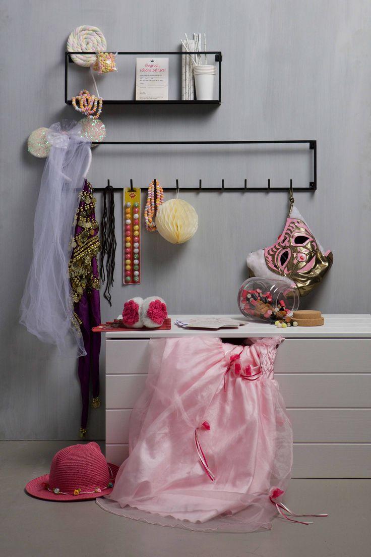 Wandplank & kapstok | wall shelf & coat rack Meert by WOOOD #woood #wandplank #wallshelf