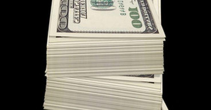 Cómo presentar los impuestos cuando te pagan en efectivo. Podrías estar tentado a no pagar impuestos sobre los pagos en efectivo porque el efectivo es más difícil de identificar que los pagos por cheque o tarjeta de crédito. Independientemente de la forma en que recibes tus ingresos, estás obligado a informarlos en la declaración anual de impuestos y pagar los impuestos que debes. Debes tomar nota en ...