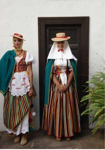 One of the traditional dresses from the Canary Islands (Spain). This one is from Tenerife -- Uno de los trajes típicos de las Islas Canarias (España). Este es de Tenerife.