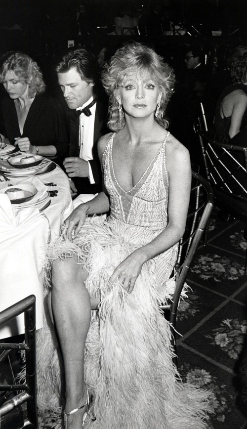 1985: Goldie Hawn With Kurt Russell in the background!
