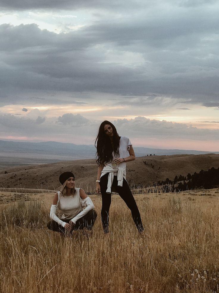 montana skies... #velvetsedge #vetravel #travel #montana #montanasunset #sunset #mountains #western #southwest #fashion #style #southwesternstyle