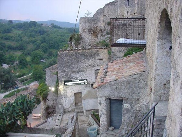 Lit en cage, Million Donkey Hotel, Italie ©Million Donkey Hotel