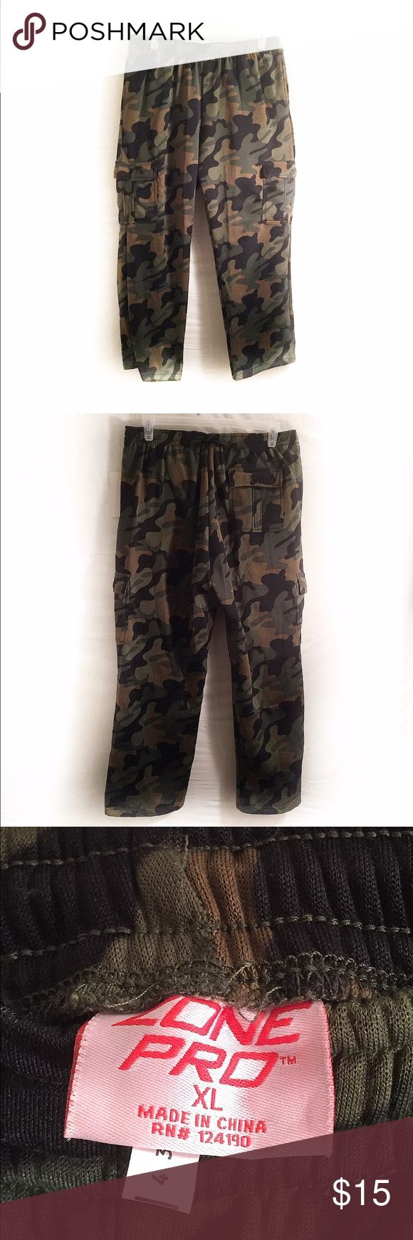 Size XL. Men's Camo Pants. Size XL. Zone Pro. Mens camo pants. 2 pockets on the side, 2 on leg,& 1 on rear. New but tag is torn off. Zone Pro Pants Sweatpants & Joggers