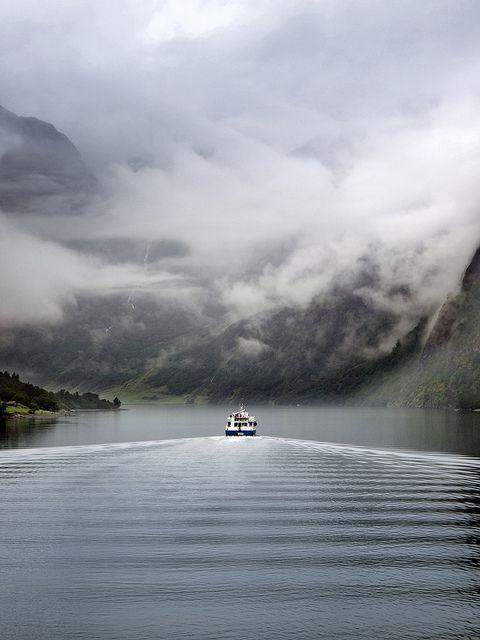 El barco de Caronte by mac_a_rroni, via Flickr