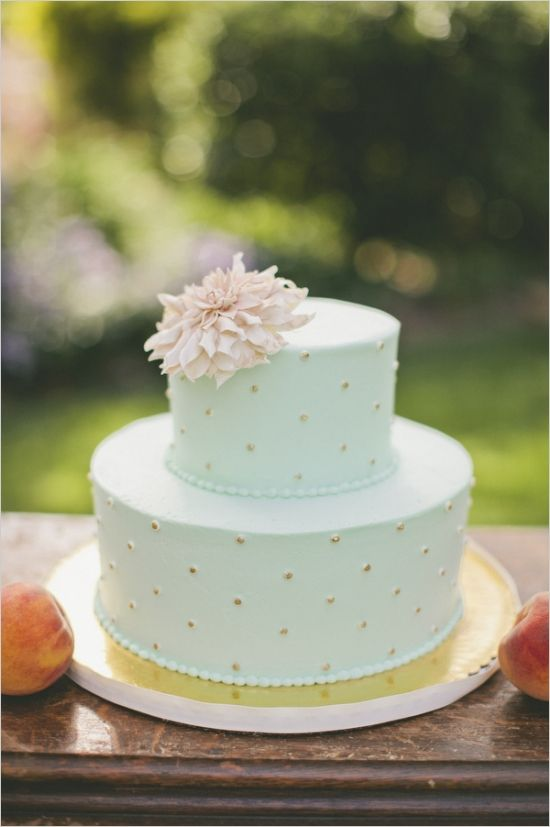 mint and gold polka dot wedding cake #weddingcake #mint #weddingchicks http://www.weddingchicks.com/2014/03/21/pretty-peach-wedding/