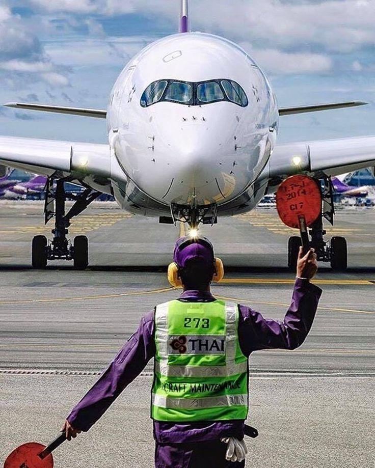 Thai Airways A350 being marshalled