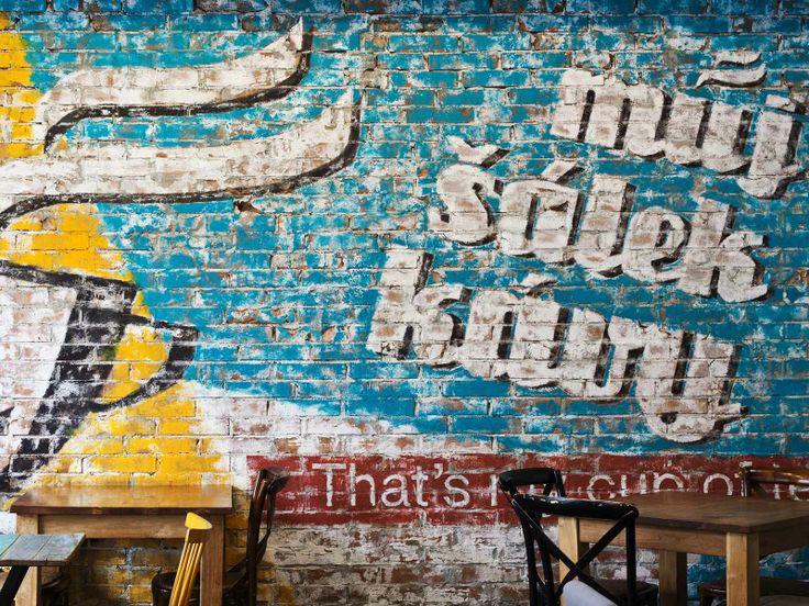 Skvělá kavárna s ještě lepší kávou.  Jestli si chcete sednout tak doporučuji rezervaci, je tam opravdu narváno.