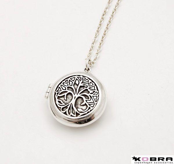 Rund medaljon i sølv med Livets Træ