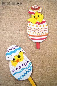 Ostern basteln im Kindergarten, Zuhause oder in der Schule. Hier gibt es Bastelideen für Ostereier, Osternester, Osterhasen und vieles mehr.