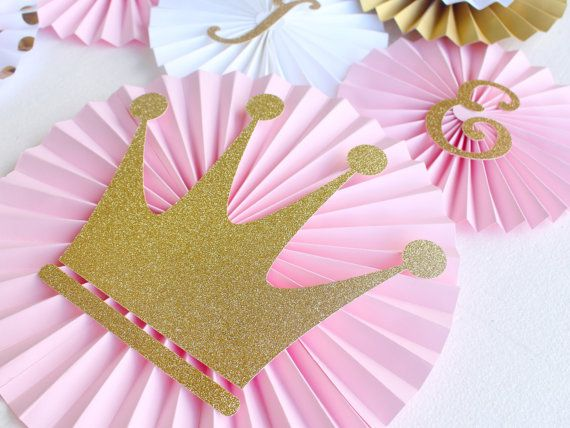 Make your Princess Party shine with this meticulously crafted pinwheel backdrop! Each pinwheel is carefully crafted to make it a one - of - a - kind party decoration. Fabulous features include: - 2 Large 12 Fans with glitter crowns - 2 Medium 8 double Decker fans with crsytal accents -