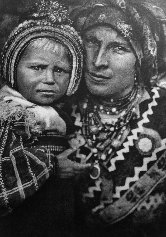 113 Madre y bebé de Aliste - Ortiz Echagüe