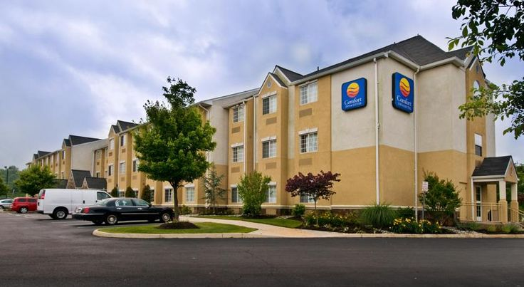 Comfort Inn & Suites Airport Dulles-Gateway Sterling Only 2.6 km from Washington Dulles International Airport, this hotel in Sterling, Virginia offers convenient amenities such as free Wi-Fi and free airport shuttle service during select times.