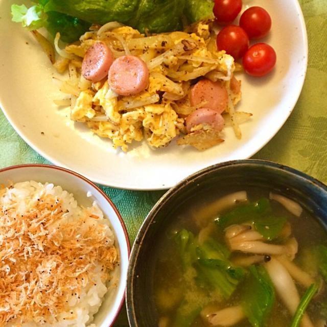 いりこ出汁で、菜の花とシメジの味噌汁、菜の花の味が効いている。 - 11件のもぐもぐ - 元祖魚肉ソーセージ、じゃがいも、玉ねぎを卵で。 by hiromange