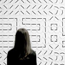 """Desenvolvido em Stockholm em 1982, a obra """"Um milhão de vezes"""" é uma instalação projetada para Victor Hunt e é feita de 288 relógios analógicos."""