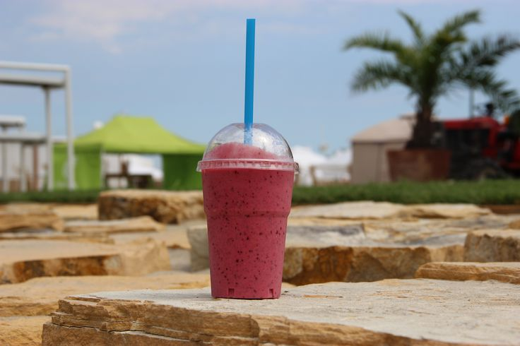 Mix de Frutas (mixed berries, BIO yogurt, orange juice, honey)  Acai bowl, Mamaia, beach, Constanta, fructe, sucuri naturale, sanatate, energie, fresh-uri, smoothies, Brazil.