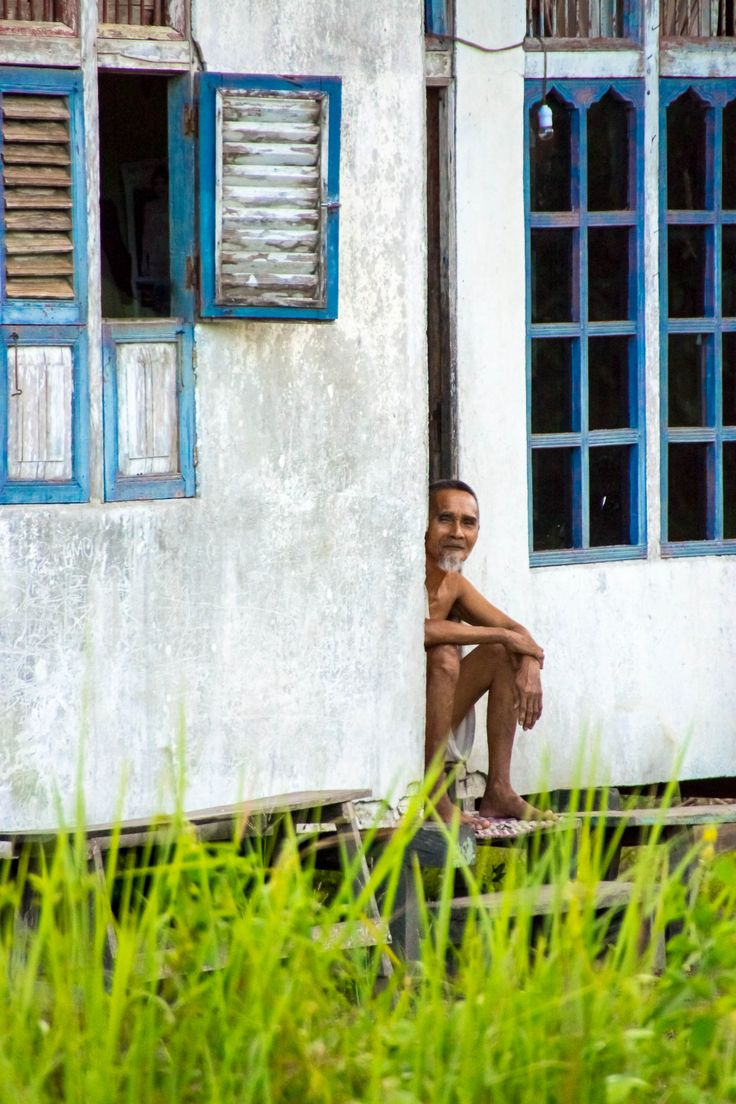 People-watching.  Homes in West Kalimantan are simple, either concrete or timber, mostly on stilts.