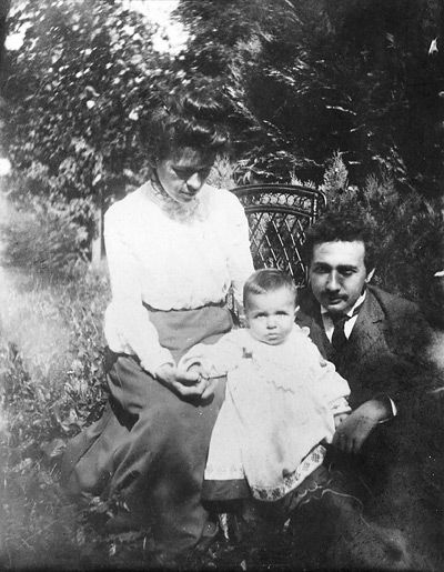 Albert Einstein with his first wife,Mileva Marić, and their daughter.