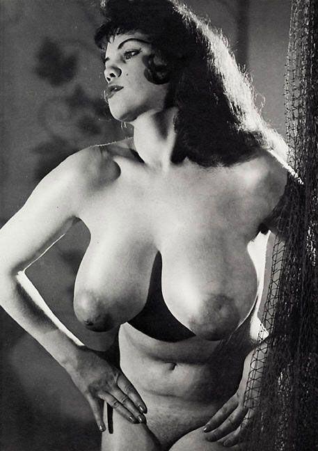 Ретро фото женщин с большой грудью
