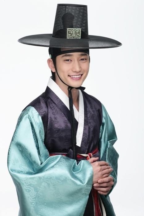 Park Shi Hoo in Hanbok, Korean traditional clothes