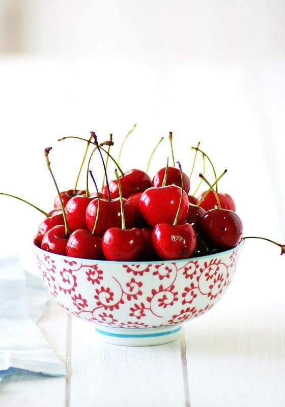yum: Cherries Red, Bowls Full, Cherries Jubil, Cherries Colors, Red Cherries, Cherries Cherries, Cherries Yummy, Cherries Chérie, Bowls Of Cherries