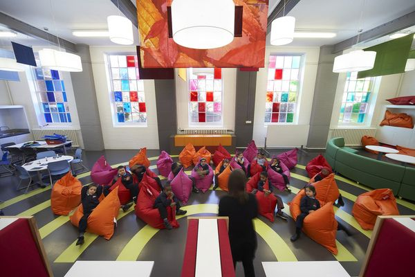 Rethinking Design in the classroom, Kids these days have it good. Primary School in London - wave avenue