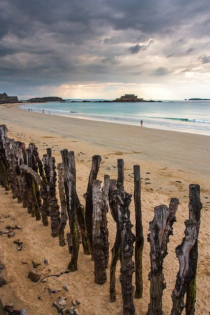 #89 - Go for a promenade on the beach of Saint-Malo, in Bretagne