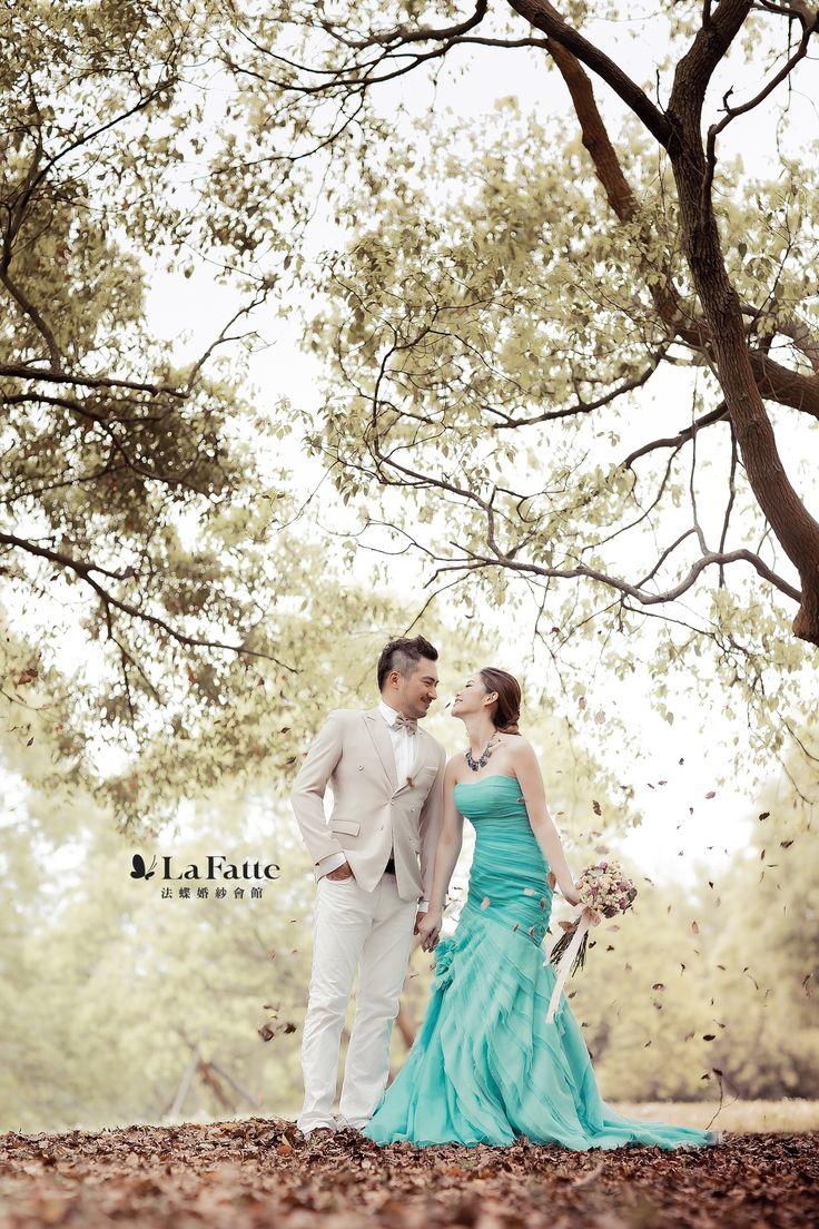 秋天意味濃厚的場景裡,綠松色 #魚尾 #晚禮服 雖然突出,卻不減和諧。#turquoise #mermaid #gown #bridal #lafatte  觀賞法蝶新人完整 #婚紗照 作品 ▶︎▶︎ www.lafatte.com.tw/portfolio_in.php?i=62&c=2