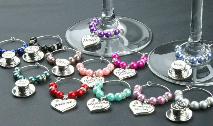Wedding Favours DIY - These Beautiful Champagne/Wine Glass Charms will bring a sparkle to your wedding. The hearts have a rhinestone and for the men a top hat. DIY - they are easy and fun to put together.