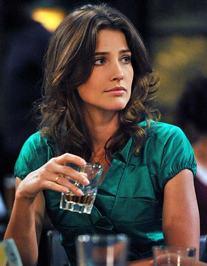 Robin Scherbatsky (Cobie Smulders in 'How I met your mother'). Love her hairstyle!