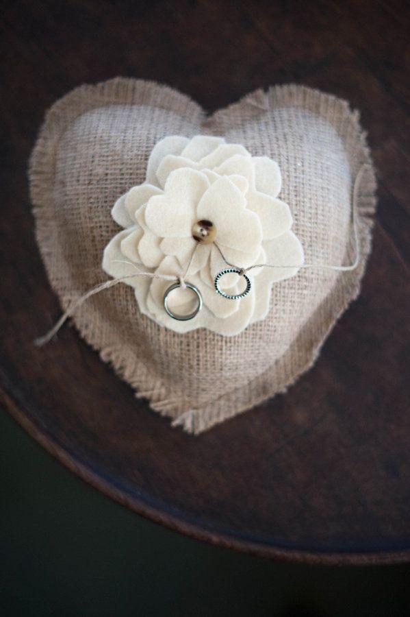 Para ter uma casamento inesquecível, é preciso caprichar na decoração e em todos os detalhes do evento, então confira 10 ideias para ter um casamento rústico perfeito.