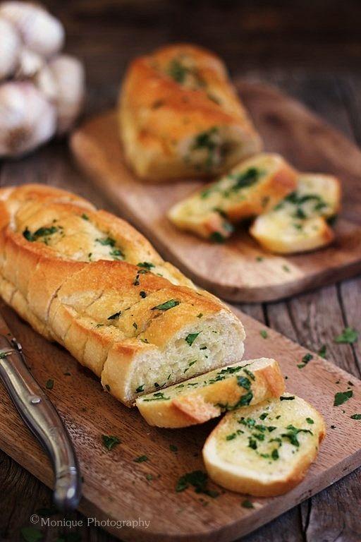 MIEL & RICOTTA: Garlic Bread