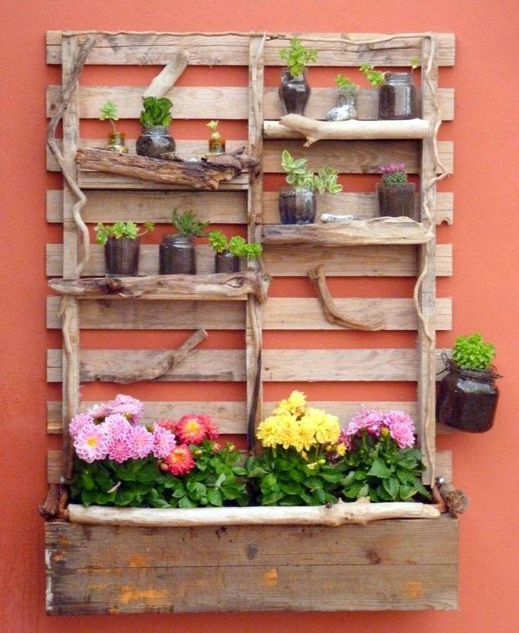 Fioriere fai da te per balconi - Bancale con fiori da parete