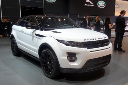 The #RangeRover #Evoque is now available with a Black Design Pack that adds 20-inch black alloys