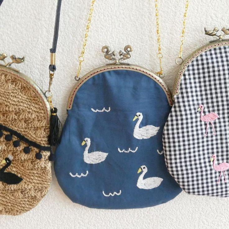 発送しました 刺繍のがま口 スワンのいる湖 別バージョンも制作中です #minne #swan #がま口 #embroidery #porch #purse  #handmade #pandafactory #刺繍 #白鳥
