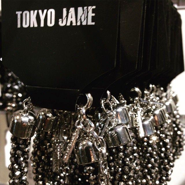 Glöm inte bort Mors Dag nu på söndag! Överraska med vackra smycken som finns online och i butik!