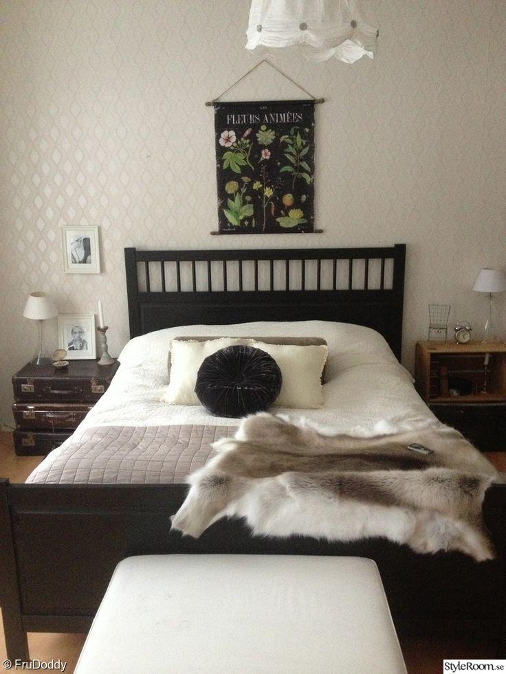 sovrum,resväskor,trälåda,renfäll