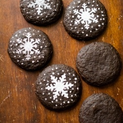 Dark Chocolate Gingersnap Cookies for the holidays. So soft & chewy! {recipe}