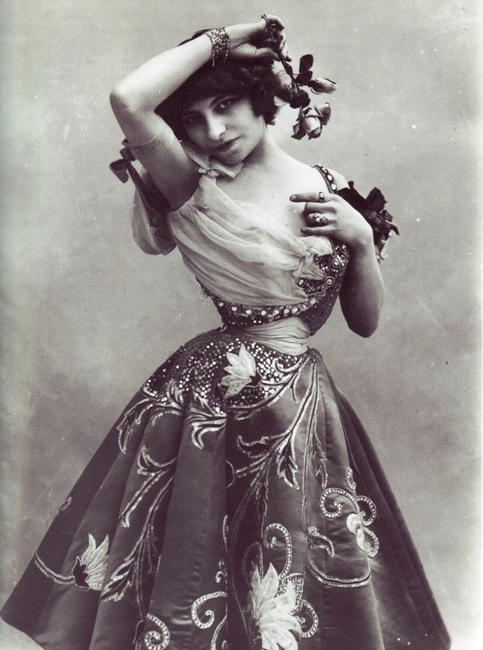 Colette's friend  Polaire (1874-1939) by Félix Nadar (1820-1910) knew everyone who was anyone, including Clarimonde.  Her waist!